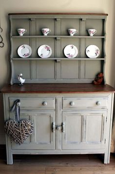 Ercol dresser transformed with autentico chalk paint Linen Maybe leave the top of the hutch the wood color. Ercol Furniture, Refurbished Furniture, Furniture Makeover, Diy Furniture, Furniture Stores, Chalk Paint Furniture, Furniture Projects, Furniture Making, Chalk Paint Hutch