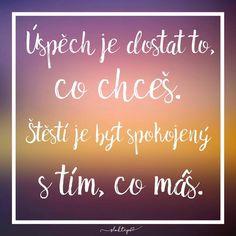 Štěstí nezávisí na žádných vnějších okolnostech, je řízeno naším vnitřním postojem. ☕️ #sloktepo #motivacni #hrnky #miluji #kafe #zivot #citaty #inspirace #darek #domov #laska #mujsen #mujzivot #mojevolba #dokonalost #originalgift #dobranalada #stesti #spokojenost #prague #czechboy #czechgirl #czech