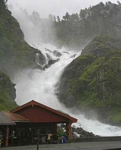 Wow Scary Looking Place Latefossen – Norway