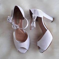 """9ac00733cc LR Sapatos Noivas (Oficial)👠 on Instagram  """"Sandália dança de salão com um  delicado laço removível! Feito em cetim cristal branco"""