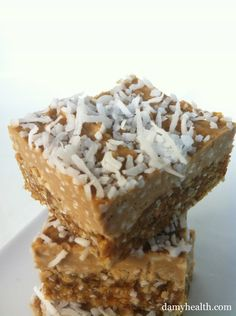 Raw Vegan Banana Coconut Cream Pie Squares Filling Ingredients: 1/2 Cup Natural Cashew Butter 1/4 Cup Light Coconut Milk 1 Tbsp Vanilla 1/2 Cup Shredded Coconut 3 Packets of Stevia (or Agave, Honey or Maple Syrup) 1 Ripe Banana Crust Ingredients: 1/2 Cup Shredded Coconut + Extra for Topping 1 Cup Raw Cashews 1 Cup Pre-Soaked Pitted Dates 2 Tbsp Water (only if your dates are dry and crust isn't sticking together)