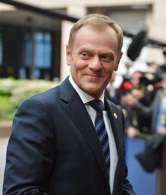 """Donald Tusk: Leidenschaftlicher Europäer - Der polnische Präsident Bronislaw Komorowski hat es als einen """"gigantischen Erfolg"""" für sein Land bezeichnet: Sein Premier Donald Tusk wird der nächste Ratspräsident der Europäischen Union. Mehr zur Person: http://www.nachrichten.at/nachrichten/meinung/menschen/Donald-Tusk-Leidenschaftlicher-Europaeer;art111731,1485667 (Bild: epa)"""