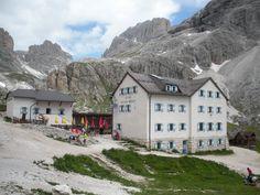 Sentiero verso rifugio Vajolet - gruppo del Catinaccio - Dolomiti - val di Fassa - Vigo di Fassa - a 2.243 metri di altitudine