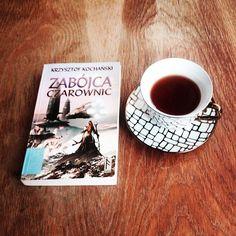 Rooibos. I książka. #bookstagram #bookstagrampl #bookworm #ilovebooks #instagramczyta #czytaniemoimtlenem #czytaniejestsexy #czytambolubię #terazczytam #mólksiążkowy #książki #książka #polskafantastyka #fantastykapolska #fantastyka #sciencefiction #opowiadania #opowiadanie #zabójcaczarownic #krzysztofkochański #kochański #wydawnictworuna #runa #czarownica #rooibos #rooibostea
