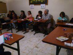 Participantes tomando nota durante la plática.