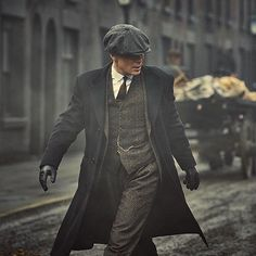 "bhofficial - "" ""Oh, I don't pay for suits. My suits are on the house or the house burns down."" - Tommy Shelby. #bosshunting """