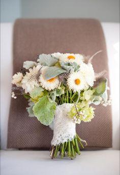Sugar Magnolias contributed to this wedding photo.