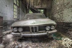 Lost car Belgium urbex decay www.lost-in-time-ue. Abandoned Cars, Abandoned Places, Abandoned Vehicles, Bmw 635 Csi, Bmw Vintage, Bmw E9, Car Barn, Bmw Series, Lifted Ford Trucks