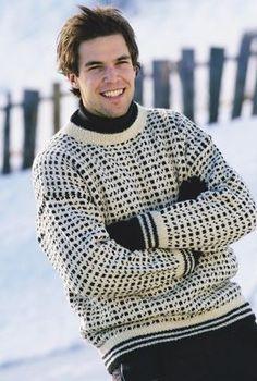 En sweater som denne har i generationer været store drenges og mænds favorit. Også Bonderøven fra tv er set spurte rundt i lignende hjemmestrik...