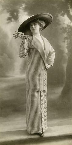 Maison Anny Linker, costume tailleur, 1912 © Studio Talbot / Les Arts Décoratifs, Paris