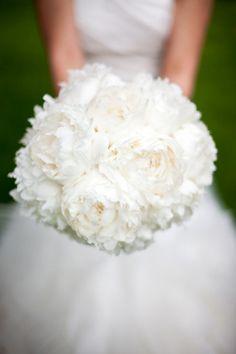 White Peonies | Bridal Bouquet | Bernadette at Dette Snaps