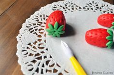 Tutorial Tuesday: How to Make Fondant Strawberries and Strawberry Blossoms