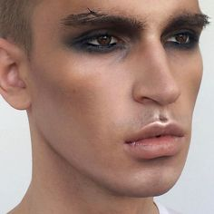 40 New Ideas makeup halloween men smokey eye - halloween eye makeup Natural Smokey Eye, Smoky Eye Makeup, Smokey Eyeshadow, Natural Makeup, Make Up Looks, Makeup Inspo, Makeup Inspiration, Makeup Art, Makeup Ideas
