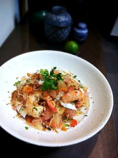 one of my favourite Thai salad,love these pomelos from Thailand! - 22件のもぐもぐ - prawn and pomelo salad with shaved coconut by rick chan