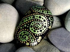 Emerald Cosmos / Painted Rock / Sandi Pike von LoveFromCapeCod