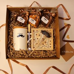 DIY Personalized Gift Baskets for men DIY Personalized Gift Basket For Anyone, Girlfriend, Kids, Mom Etc Diy Holiday Gifts, Diy Gifts, Homemade Gifts, Christmas Baskets, Christmas Diy, Personalised Gifts Diy, Gift Baskets For Men, Basket Gift, Diy Cadeau