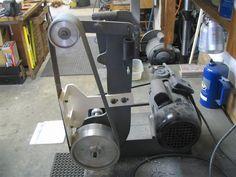 Information and ideas for DIY 2 x 72 belt grinder / sander making for woodworking, metal, and knife making Belt Grinder Plans, Knife Grinder, Knife Making Tools, Diy Belts, Homemade Tools, Knife Sharpening, Woodworking Machinery, Blacksmithing, Metal Working