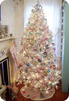 i would love for my tree to look like any of these girly christmas tree