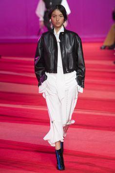 Phillip Lim Fall 2017 Ready-to-Wear Fashion Show Collection Vogue Russia, Fashion Show Collection, Winter Collection, Fashion 2017, Fashion Weeks, High Fashion, 3.1 Phillip Lim, Vogue Paris, Yorkie