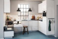 Vejl. udsalgspris for det viste køkken fra Kvik  inkl. skabe, sokkel og bordplade er 31.501 kr. Prisen er ekskl. hårde hvidevarer, armatur vask og belysning.
