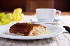 """Der angebrannte Topfboden Ein Gourmet genießt die Herausforderung und ist immer wieder auf der Suche nach Köstlichkeiten aus aller Welt, um seinen Geschmackssinn zu verwöhnen. Zu einer dieser ganz speziellen Süßspeisen gehört das aus der Türkei stammende Dessert Kazandibi. Ins Deutsche übersetzt bedeutet der Name in etwa: """"Der angebrannte Topfboden"""". Die cremige Verführung schmeckt wie karamellisierter Reispudding mit einem"""