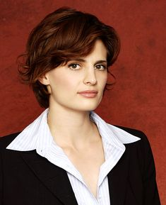 Kate Beckett, Season One Short Red Hair, Really Short Hair, Girl Short Hair, Short Hair Styles, Boys Long Hairstyles, Cute Hairstyles, Stana Katic Hot, Hair Evolution, Castle Tv Shows