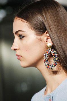 Earrings : Carolina Herrera Primavera/Estate 2018 New York Womenswear Silver Hoop Earrings, Clay Earrings, Beaded Earrings, Beaded Jewelry, Jewellery Earrings, Emerald Jewelry, Gold Jewelry, Camille Hurel, Jewelry Trends 2018