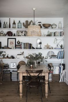 Dining room whole wall full of shelving 1919b09a5949d1b0d0f884df27c0a383ca0b7114