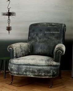 ...A slight obsession with  antique chairs & sofas, the more worn and tattered, the more i love them........♥