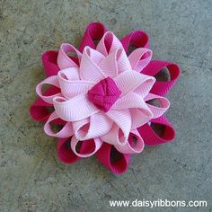 Love all the shades of pink on this hair clip!