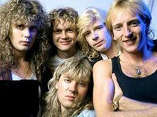 DEF LEPPARD, Hysteria era. Love when they smile...well at least Rick and Phil are smiling!