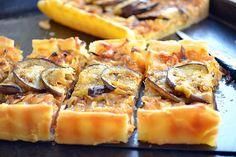 Пирог из слоеного теста с баклажанами и сыром.