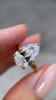 Celebrity Engagement Rings, Pear Shaped Engagement Rings, Designer Engagement Rings, Vintage Engagement Rings, Diamond Engagement Rings, Diamond Anniversary Rings, Diamond Wedding Bands, Diamond Rings, Gold Rings