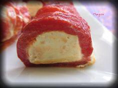 Rollitos de pimiento rojo rellenos de crema de salmon