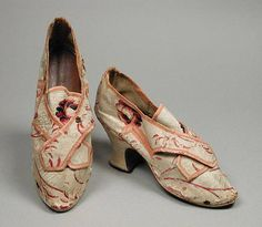 Created in the shop of cordwainer Johnathan Hose & Son (Lombard Street, London, active 18th century), c. 1756. Of brocaded silk with linen lining, leather sole & a Louis heel, the shoes would have required a buckle as a fastener.