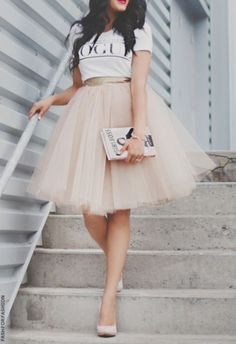 Jupon en tulle : Ways to wear the midi tulle skirts Mode Outfits, Skirt Outfits, Dress Skirt, Dress Up, Fashion Outfits, Womens Fashion, Midi Skirt, Diy Tulle Skirt, Tulle Tutu