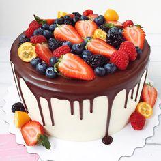 Этот гигант еле влез в кадр #красныйбархат от #foodbookcake
