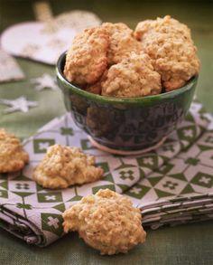 Deilige makroner med smak av havre hører julen til. Aller helst skal jo julekaker være hjemmebakte, så da er det bare å finne fram ingrediensene og sette i gang med denne enkle, gode oppskriften.