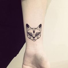 « Merci Alexandra !! #cat #tattoo #violette #bleunoir #bleunoirtattoo #violettetattoo #dotwork #blackwork #blackworkerssubmission #blacktattoo… »