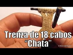 """Trenza de 18 chata """"El Rincón del Soguero"""" - YouTube Leather Armor, Leather Belt Bag, Leather Keychain, Leather Tooling, Leather Wallet, Leather Tutorial, Billfold Wallet, Leather Accessories, Hand Stitching"""