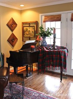 Decorating around a baby grand piano in a small living room - Home ...