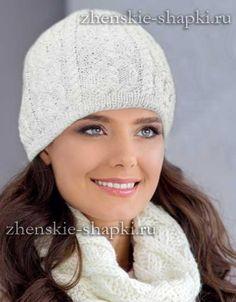 Белая вязаная шапка с косами. Схема вязания спицами
