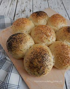Vandaag deel ik het recept van zachte witte breekbroodjes op mijn blog. Super leuk om ook zelfgebakken brood op mijn blog te plaatsen.