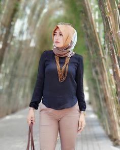 hijaber style #hijaberstyle | hijabi hotties #hijabihotties Muslim Fashion, Hijab Fashion, Girl Fashion, Womens Fashion, Muslim Girls, Muslim Women, Arab Women, Sexy Women, New Hijab