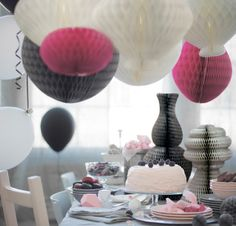 Bring a cheerful mood to your home, party or shop window with VISIONÄR paper decorations, available in new colours and shapes, hanging or standing.