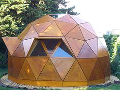 Domo Refugio Camping has reinvented itself and is becoming more desirable to … Bell Tent Camping, Mountain Home Exterior, Geodesic Dome Homes, Shower Tent, Tiny House Cabin, Tiny Houses, Prefabricated Houses, Dome House, Camping Lanterns