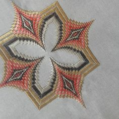 Broderie Bargello, Cross Stitch Samplers, Quilts, Embroidery, Crochet, Diy And Crafts, Ideas, Hungarian Embroidery, Silk Ribbon Embroidery