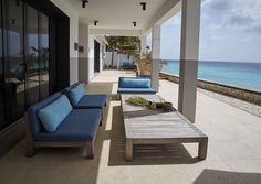 Caribbean beach villa 72 and Sunny with GIJS loveseat and ANNET coffee table, Studio Piet Boon Outdoor Lounge, Outdoor Spaces, Outdoor Living, Patio Interior, Farmhouse Interior, Diy Outdoor Furniture, Outdoor Decor, Garden Furniture, Furniture Design