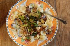 , Clams & Broccoli | Enjoy this authentic Italian orecchiette pasta ...