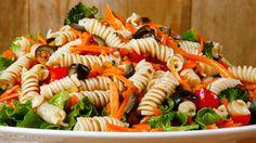 Pasta Veggie Fruit Salad - Quick and Easy One Dish Summer Menu Rotini Pasta Salad Recipe, Greek Salad Pasta, Macaroni Salad, Soup And Salad, Pasta Recipes, Cooking Recipes, Recipe Pasta, Best Potato Salad Recipe, Chickpea Recipes